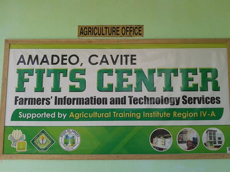 How are farmers in the Philippines embracing online learning?