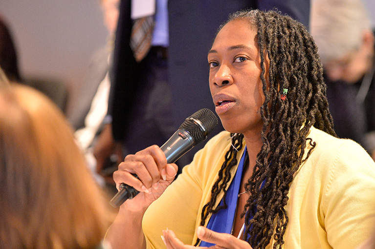 Photo of a participant with a microphone.