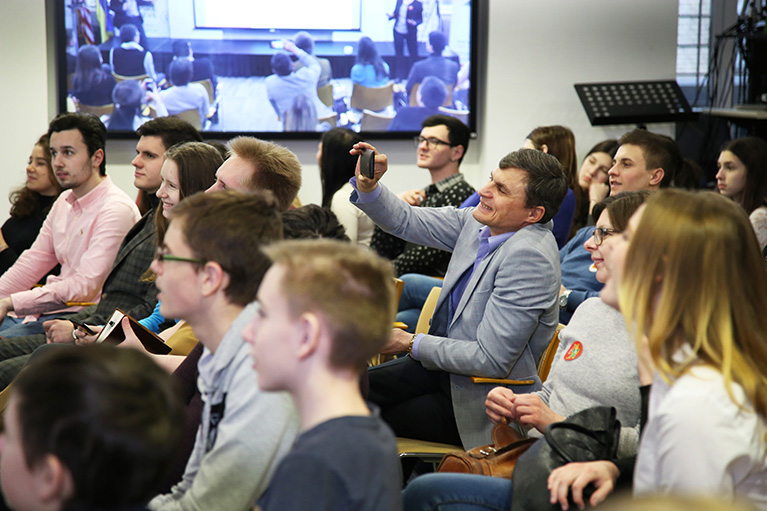 Participants attending the countrywide, livestreamed media literacy lesson in Ukraine.