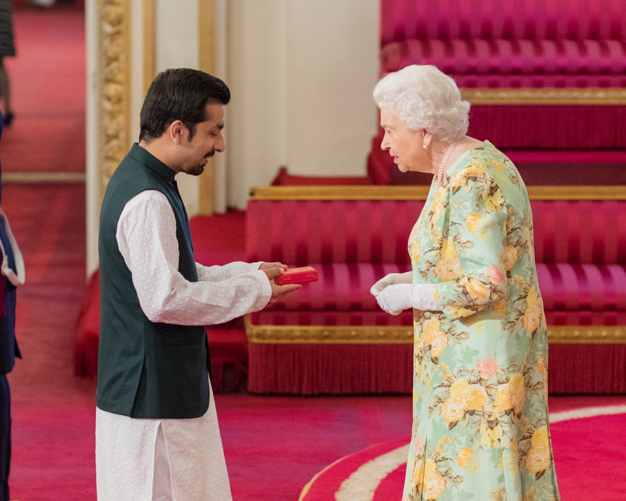 Mujtaba receiving the Queen's Young Leader's Award from Queen Elizabeth II